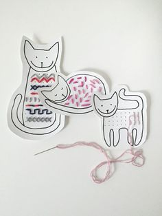 Cute idea for stitching! Crafts To Do, Home Crafts, Crafts For Kids, Arts And Crafts, Diy Crafts, Sewing Projects, Craft Projects, Activity Bags, Motor Activities
