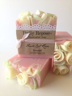 Handmade Artisan Soap Bar {Fresh Cut Rose} Scent has the lovey romantic scent of fresh cut roses. This fragrance is also available in Sugar Scrub, Diy Savon, Savon Soap, Tout Rose, Rose Soap, Soap Maker, Homemade Soap Recipes, Bath Soap, Soap Packaging, Cold Process Soap