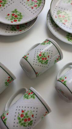 Vintage China Set Swiss Strawberry Dot by NaughtyOrNiceVintage Strawberry Kitchen, Strawberry Recipes, Strawberry Decorations, Strawberry Fields Forever, Strawberries, Cherries, China Sets, Kitchen Things, Kitchen Stuff