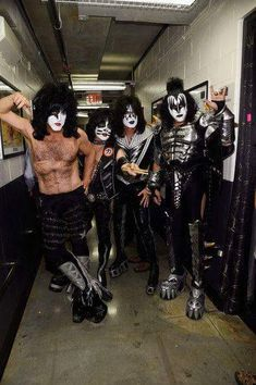 Musicians Paul Stanley Eric Singer Tommy Thayer and Gene Simmons of KISS pose backstage at Fashion Rocks 2014 presented by Three Lions Entertainment. Paul Stanley, Kiss Rock, Kiss Images, Kiss Pictures, Kiss World, Gene Simmons Kiss, Phil Collen, Singer Fashion, Kiss Art