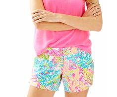 c41eeee0b949f6 Lilly Pulitzer 5'' Callahan Short in Multi Lovers Coral. Coral Shorts, Kinds
