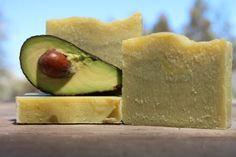 Avocado Homemade Soap - Inspire Beauty Tips Beauty Soap, Diy Beauty, Beauty Tips, Beauty Stuff, Soap Making Recipes, Soap Recipes, Homemade Shampoo, Handmade Soaps, Diy Soaps