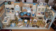 Puppenstube Küche Emaille Porzellan Holz Blech Glas Schaugerichte antik in Antiquitäten & Kunst, Antikspielzeug, Puppen & Zubehör | eBay