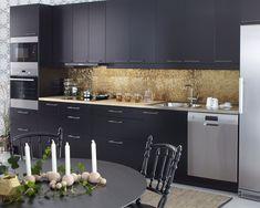 Drømmer du om et svart kjøkken? Kjøkkenserien Solid fra Drømmekjøkkenet finnes i svart med moderne detaljer. Finn kjøkkeninspirasjon hos Drømmekjøkkenet!