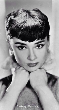 Audrey Hepburn - iPhone Wallpaper