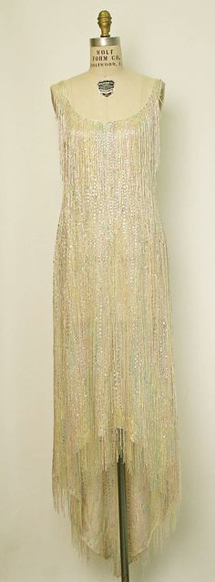 Vintage Fashion american evening dress of cotton with sequins. i'd love to see this dress in motion (halston - - Vintage Outfits, Vintage Dresses, Nice Dresses, Amazing Dresses, Vintage Clothing, 70s Fashion, Fashion History, Vintage Fashion, Jackie Kennedy