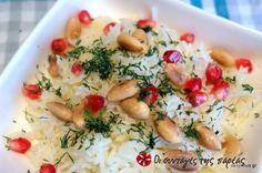 Το απλό ρύζι basmati αποκτά Χριστουγεννιάτικο «αέρα» όταν συνδυάζεται με αμύγδαλα, άνηθο και ρόδι για το γιορτινό τραπέζι.
