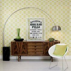Retro - Zowel alles in dit interieur is nieuw en ademt tegelijk retro uit. Alleen de poster en de groene telefoon zijn echt vintage.
