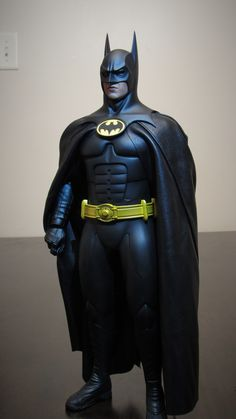 DC - Batman Returns - Batman scale collectible figure by Hot Toys Tim Burton Batman, Tim Burton Films, Batman Arkham, Batman Art, Batman And Superman, Batman Robin, Marvel Art, Michael Keaton Batman, Batman Returns 1992