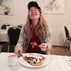 Helga Páley Friðþjófsdóttir - vöfflurnar eru ljúffengar á Lind #honnunarherbergid  #fosshotellind  #honnunarkeppni  #innanhushonnun #helgapaleyfridthjofsdottir