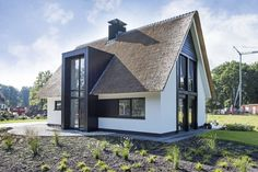 Villa Rietgedekt 1 1039 - Presolid Home Modern Bungalow House, Craftsman Style House Plans, Arch House, Facade House, Small Villa, Minimalist House Design, Dream House Exterior, Beautiful Architecture, Cabana