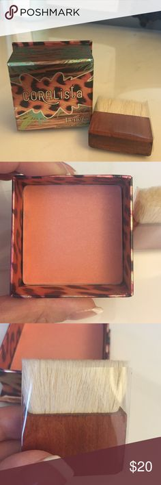 NEW Benefit CORALista Box O' Powder Blush Never used or swatched, this coral sheen blush comes with a mini blush brush that is also untouched. Highly rated on Sephora and described as a warm coral-pink powder that warms up your complexion. Benefit Makeup Blush