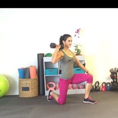 Happy Monday! Hope you attack this week and your workouts with enthusiasm!  Feliz Lunes! Espero ataques tu semana y entrenamientos con mucho ánimo!  Three moves using one dumbbell that will challenge your body:  1. Split Kneeling Overhead  Press into an Offset Overhead Lunge. * My left leg is forward, both knees are 90 degrees ;) , squeeze your butt and keep your abs tight and engage and press the weight overhead. Keep your arm straight and press through your left heel to stand up and…