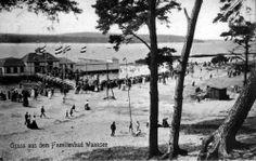 1907 im Strandbad Wannsee,dem Badespaßplatz der Berliner.Hier waren sie alle gleich an(aus)-gezogen...