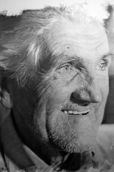 Paul Cadden - Pencil drawing on paper. Work that will make you doubt that your eyes see - Fitness for the brain. Paul Cadden, Portrait Au Crayon, Pencil Portrait, Drawing Sketches, Pencil Drawings, Art Drawings, Small Drawings, Amazing Drawings, Realistic Paintings