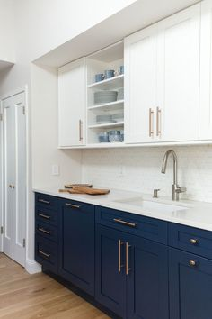 Home Renovation Kitchen Elegant Navy Kitchen Cabinets For Decorating Your Kitchen 45 - Kitchen cabinet colors have come a long way since your mother's kitchen. Today kitchen, or bath, cabinets can be almost […] Home Decor Kitchen, Kitchen Interior, New Kitchen, Home Kitchens, Kitchen Design, Hickory Kitchen, Kitchen Stove, Stylish Kitchen, Interior Plants