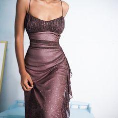 "la femme dans l'art on glitter layered dress"" Elegant Dresses, Pretty Dresses, Beautiful Dresses, Formal Dresses, Prom Outfits, Mode Outfits, 90s Prom Dresses, Olive Prom Dresses, Sexy Dresses"