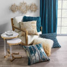 Clean lines but friendly, contemporary decor but colorful, warm but sophisticated atmosphere . What atmosphere do you want for your living room? Living Room Trends, Living Room Inspiration, Living Room Designs, Living Room Decor, Peacock Living Room, Living Room Pillows, Stores, Turquoise, Teal