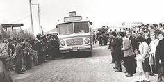 Χαϊδάρι, ο κόσμος υποδέχεται το πρώτο λεωφορείο που θα συνέδεε την πόλη τους με…