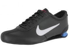 Inspirée par les chaussures de course à pied, la chaussure Nike Rivalry noir pour enfant offre un confort absolu au quotidien avec un style profilé. Ce modèle a ce qu'il se fait de mieux en matière d'amorti grâce a ses deux colonnes, sa tige est en cuir et textile et la semelle d'usure en caoutchouc avec plaque visible.
