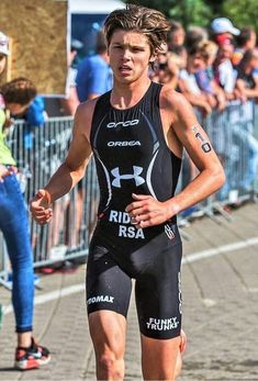 """sfswimfan: """"Lovely picture of South African Triathltwink Jamie Riddle looking killer hot in his Orca Killa"""" Tri Suit. Jamie's IG: // See my other pics of Jamie """" Fab Boys, Cute Emo Boys, Young Cute Boys, Cute Teenage Boys, Cute Guys, Surfer Guys, Young Boys Fashion, Triathalon, Beauty Of Boys"""