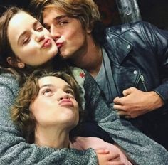 The kissing booth I have to admit I watched it to see what the hype was about I like it Kissing Booth, Movie Couples, Cute Couples, Noah Flynn, Joey King, Netflix Movies, Cute Actors, Romantic Movies, Film Serie