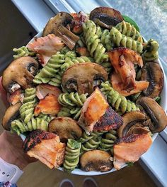 Salmon + pesto pasta from 😍 Round 2 of salmon and pasta but if you use a different sauce, it counts as a different meal, right? 😅 Haha needed a quick meal so I went with this combo a Healthy Dishes, Healthy Snacks, Healthy Eating, Healthy Recipes, Healthy Life, Diet Recipes, Protein Recipes, Healthy Smoothies, Recipes Dinner