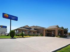 Dumas (TX) Comfort Inn United States, North America The 2-star Comfort Inn offers comfort and convenience whether you're on business or holiday in Dumas (TX). The hotel offers guests a range of services and amenities designed to provide comfort and convenience. All the necessary facilities, including 24-hour front desk, facilities for disabled guests, Wi-Fi in public areas, car park, meeting facilities, are at hand. Some of the well-appointed guestrooms feature air conditionin...