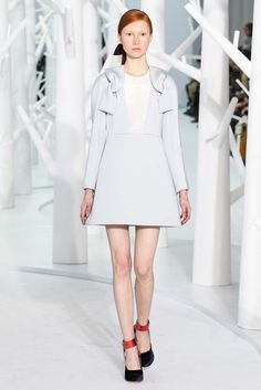 Delpozo - Fall 2015 Ready-to-Wear - Look 25 of 44 love the bow at the front shoulders