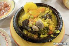 A Tajine - Tagine é um prato típico de Marrocos. Basicamente é o nome da panela, feita de barro cozido envernizado, sendo que também pode ser pintado.