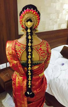 Shop for a variety of blouses in high neck, sleeveless, boat neck, sleeveless, embroidered & more online. South Indian Wedding Hairstyles, Bridal Hairstyle Indian Wedding, South Indian Bride Hairstyle, Indian Wedding Makeup, Indian Hairstyles, Bridal Makeup, Saree Hairstyles, Bride Hairstyles, Bridal Hair Dressing