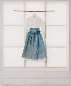 Korean Fashion – How to Dress up Korean Style – Designer Fashion Tips Unique Fashion, Asian Fashion, Girl Fashion, Womens Fashion, Fashion Design, Fashion Styles, Fashion Ideas, Korean Traditional Dress, Traditional Fashion