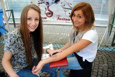 tatuaggi con hennè e truccabimbo!!!! #passionedanzarte fantasia contagiosa!!!!