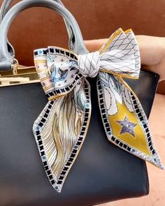 Diy Bow, Diy Ribbon, Sewing Hacks, Sewing Crafts, Designs For Dresses, Diy Scarf, Diy Crafts For Gifts, Healthy Lifestyle Tips, How To Wear Scarves