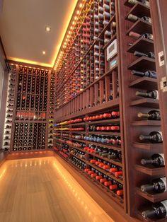 Topa entrar nessa adega e escolher os melhores vinhos? #wine #vinho #adega #cellar
