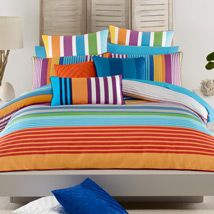 Mindfood is giving you the opportunity to win a Gemini bedroom set from Lorraine Lea Linen. According to the site Start summer with a colourful new look in Adult Bedroom Design, Bedroom Designs, Linen Bedroom, Quilt Cover Sets, Lorraine, Gemini, Cool Things To Buy, Colours, Blanket