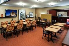 Lobby area! Great for meeting or eating! #breakfast #hamptoninnuniversitycenter #hamptonality