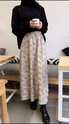 Modest Fashion Hijab, Modern Hijab Fashion, Muslim Women Fashion, Hijab Fashion Inspiration, Mode Inspiration, Look Fashion, Skirt Fashion, Fashion Outfits, Modest Outfits Muslim