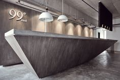 33 Reception Desks Featuring Interesting And Intriguing Designs reception desk-designrulz Reception Desk Design, Reception Counter, Hotel Reception, Office Reception, Lobby Design, Design Entrée, Design Ideas, Design Hotel, Wall Design