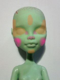 to paint a doll face the Method! The Brain of Oak - How to paint a doll face the Method!The Brain of Oak - How to paint a doll face the Method! Custom Monster High Dolls, Monster High Repaint, Custom Dolls, Doll Repaint Tutorial, Doll Tutorial, Doll Face Paint, Doll Painting, Ever After High, Clay Dolls