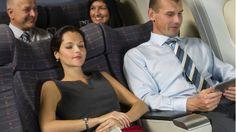 Reclinar o no el asiento: el dilema que enfrenta a los viajeros de avión