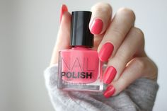 "H&M nail polish ""Check me out"""