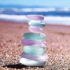 Purple Sea Glass with a little help from Pink & Aqua 💜🌟 Photo by Sea Glass Beach, Sea Glass Art, Sea Glass Jewelry, Shell Beach, Beach Stones, Silver Jewellery, Stained Glass, Cute Wallpapers, Sea Shells