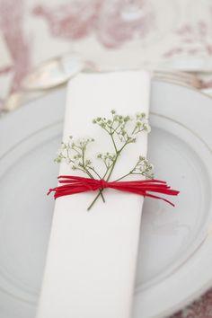Red Touch on your napkin  Serviette réhaussée de Rouge  Guardanapo  com o toco Encarnado