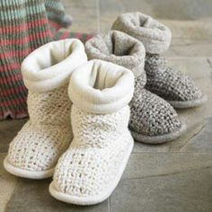 These look warm and like if a blanket is lining it. Great for a cold floor