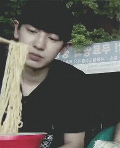 "How can someone be so cute while eating ramen (""◕ ⋏ ◕"") #Chanyeol"