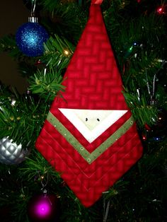 Santa Ornament Made from a Log Cabin Block - Quilting Digest Christmas Decorations Sewing, Quilted Christmas Ornaments, Christmas Blocks, Christmas Sewing Projects, Fabric Ornaments, Santa Ornaments, Ornament Crafts, How To Make Ornaments, Christmas Art