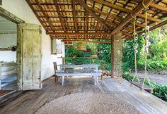 Uma casinha encantadora em Trancoso | Histórias de Casa Bedroom Inspo, Bedroom Decor, Safe Haven, Spanish House, Cozy House, Outdoor Dining, Beach House, Pergola, Sweet Home