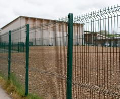 Triton fencing ensures security without an oppressive and intimidating appearance. It is designed to be resilient and yet remain unobtrusive an elegant: it can blend into its environment or enhance the surroundings as a design feature.