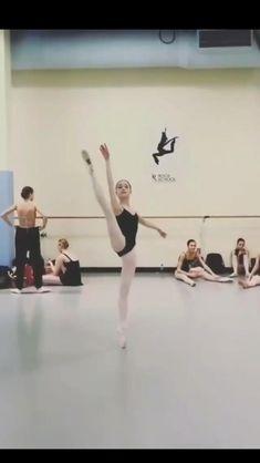 Ballet Gif, Ballet Dance Videos, Dance Choreography Videos, Ballet Dancers, Ballet Turns, Dancer Workout, Ballet Dance Photography, Ballet Performances, Balerina